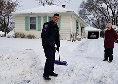 Photograph of GRPD Sgt. Jim Wojczynski shoveling the driveway of a resident